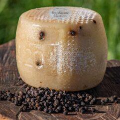 formaggio pecorino al pepe nero